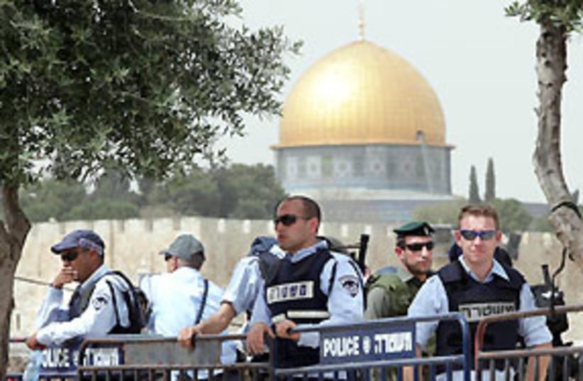 police al aksa pretty 311 AJ (photo credit: Ariel Jerozolimski)