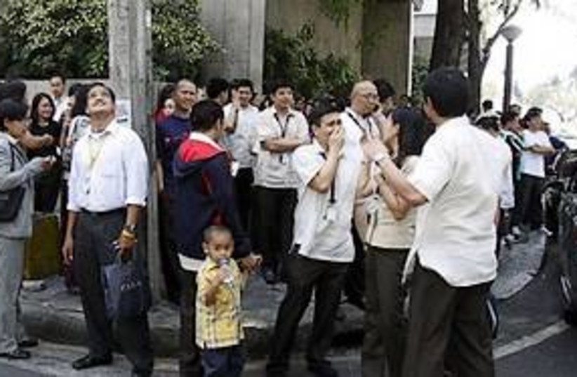 Philippine Earthquake 311 (photo credit: AP)