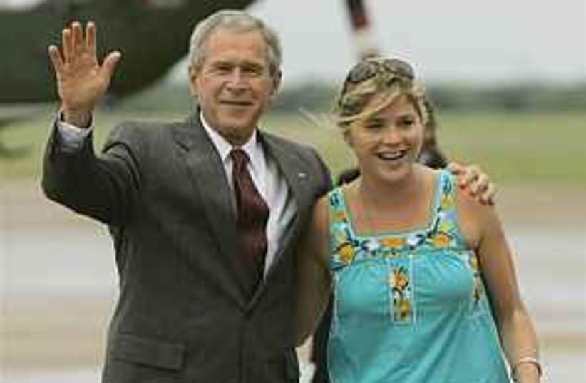 Bush smiles 298.88 (photo credit: AP)