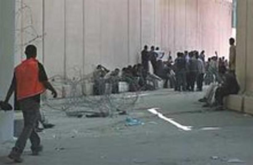 Palestinians Erez 224.88 (photo credit: AP [file])