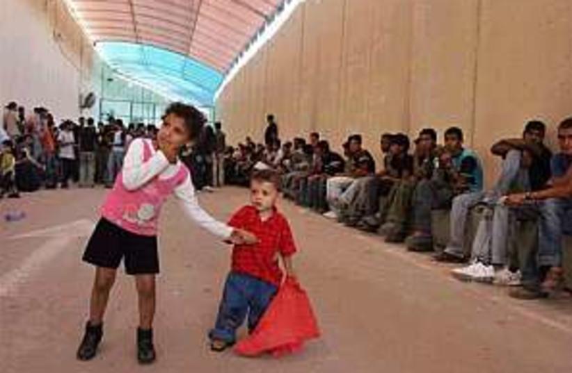 erez refugees 298 88 (photo credit: AP)