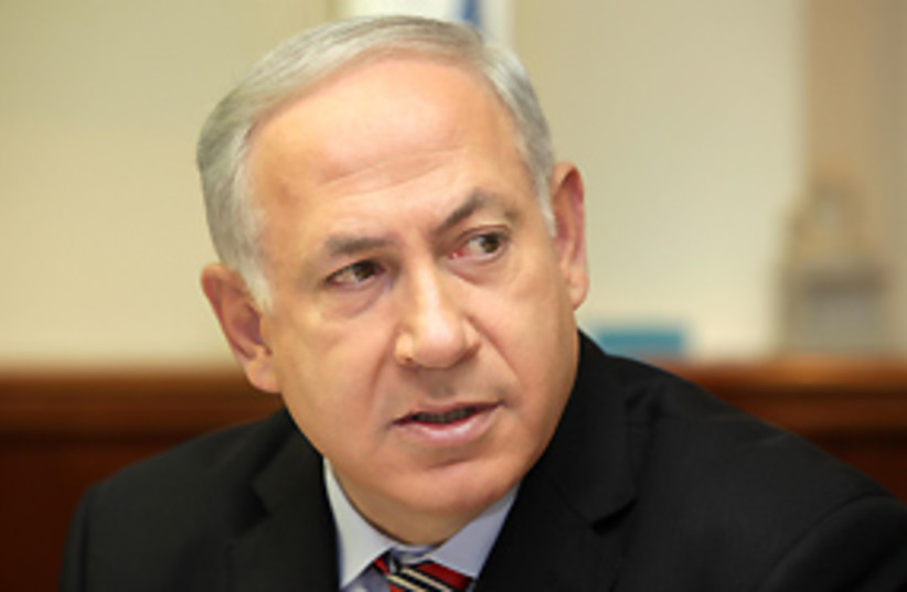 Netanyahu looking over shoulder 311 (photo credit: Ariel Jerozolimski)