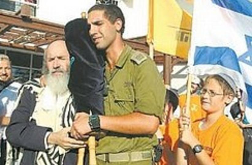 Leaving the synagogue in Atzmona during disengagem (photo credit: Ariel Jerozolimski)