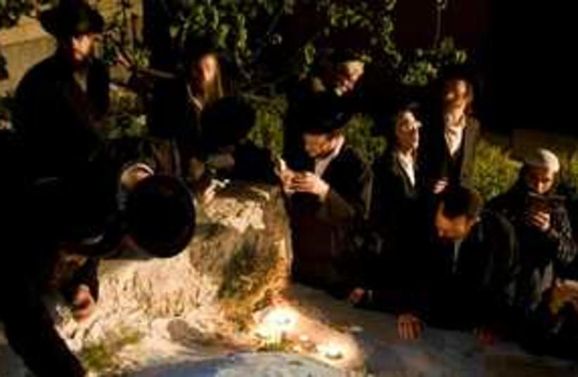 Jewish men pray joshua tomb 311 (photo credit: AP)