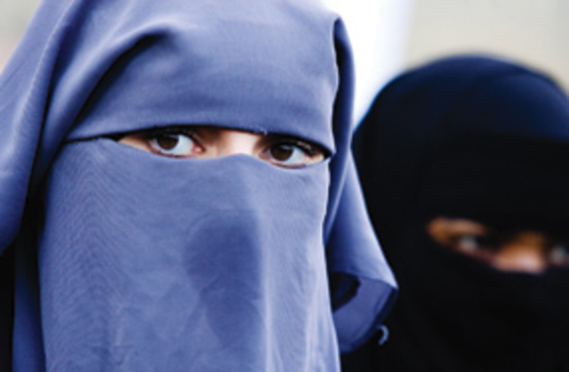 muslim women burqa 311 (photo credit: AP)