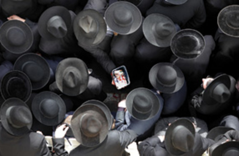 haredi men black hats 311 (photo credit: Ariel Jerozolimski)