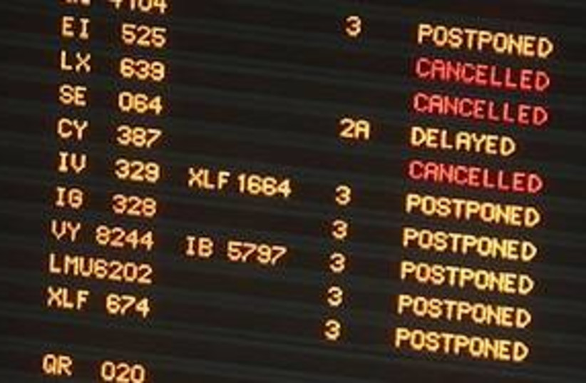 flights cancelled 311 (photo credit: AP)