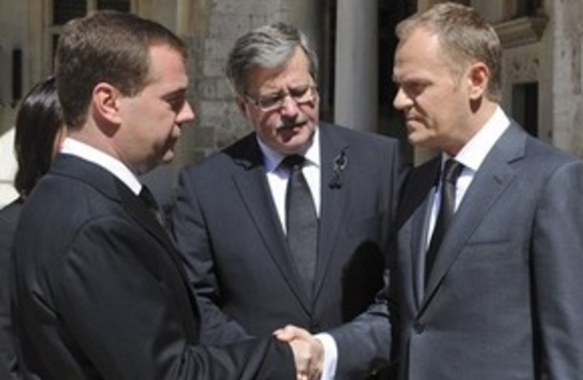 Medvedev & Tusk 311 (photo credit: ASSOCIATED PRESS)