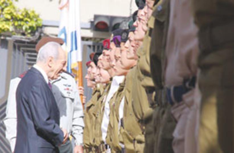 Peres Inspecting soldiers 311 (photo credit: Beit Hanassi)