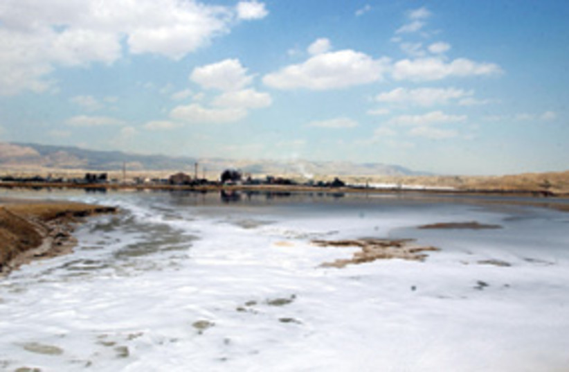 Dead Sea Drying Up311 (photo credit: Ariel Jerozolimski)