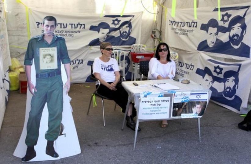 Schalit tent (photo credit: ARIEL JEROZOLIMSKI)