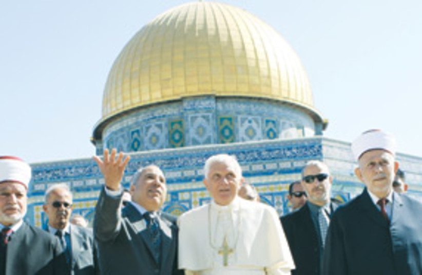 pope at temple mount 311 (photo credit: Ziv Goren/GPO/MCT)