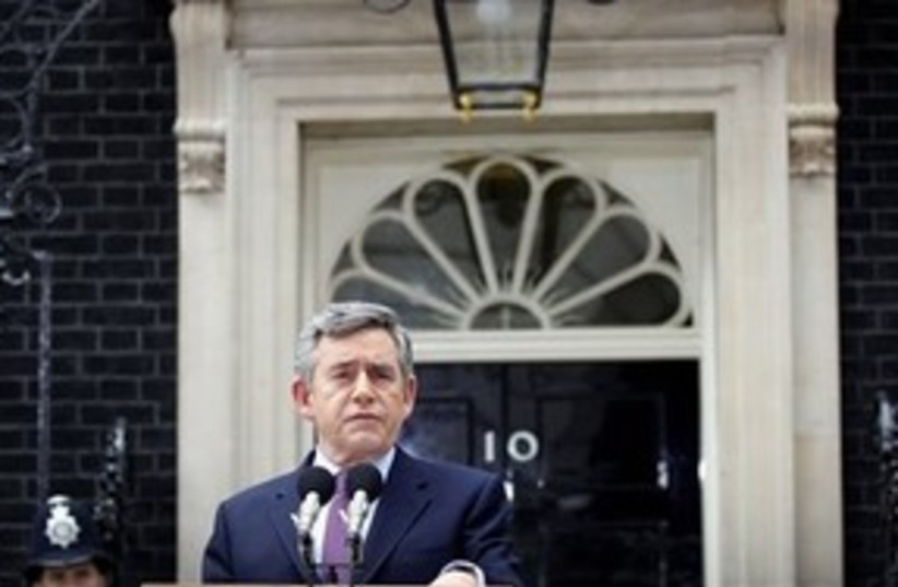 Gordon Brown to resign -distant 311 (photo credit: Associated Press)