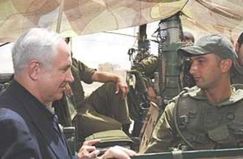 Netanyahu visits north 311 (photo credit: IDF)