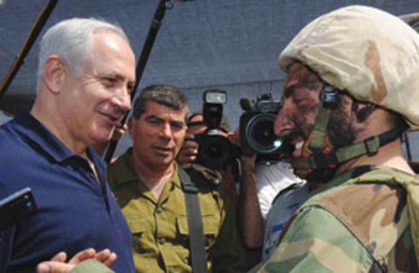 Netanyahu visits Army base (photo credit: GPO)