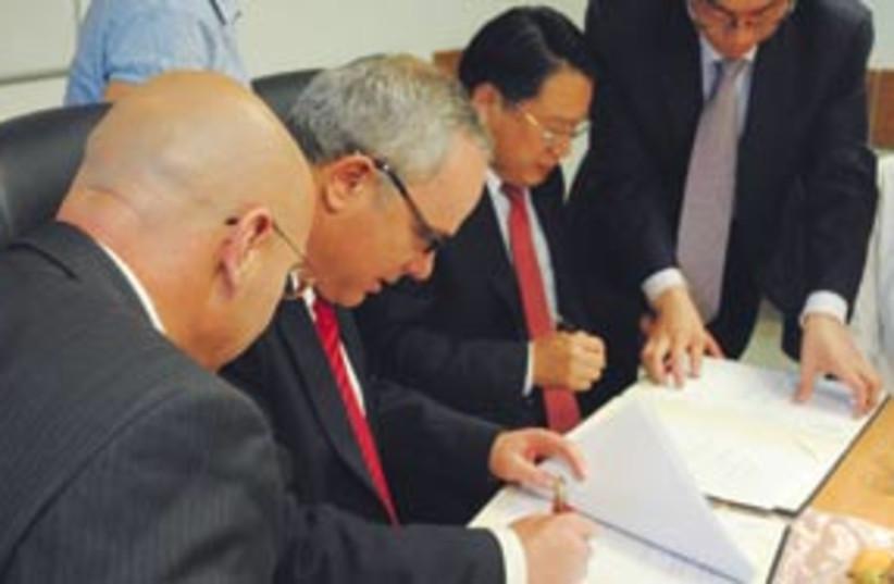 Steinitz Israel China deal 311 (photo credit: Ariel Jerozolimski)