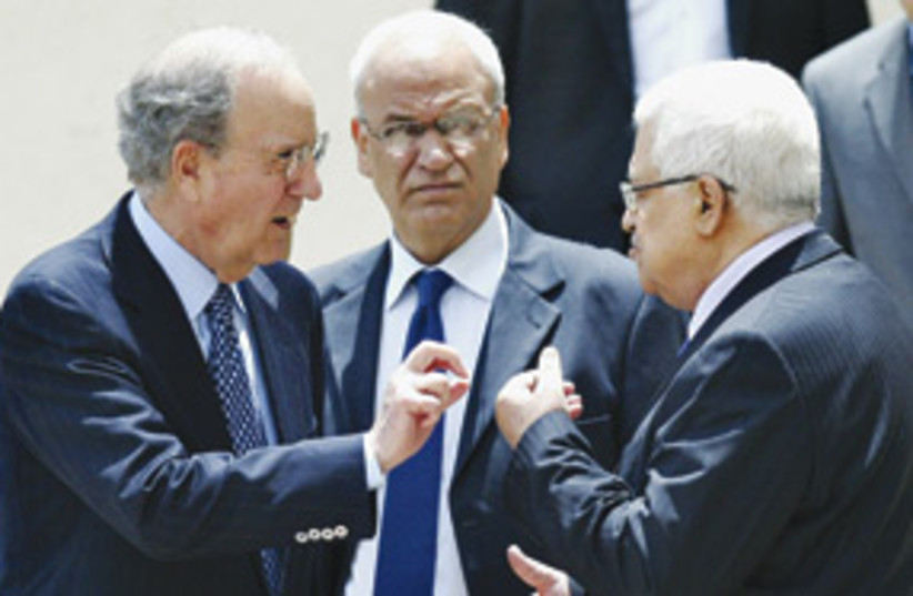 George Mitchell and Mahmoud Abbas 311 (photo credit: Madji Mohammed/AP)