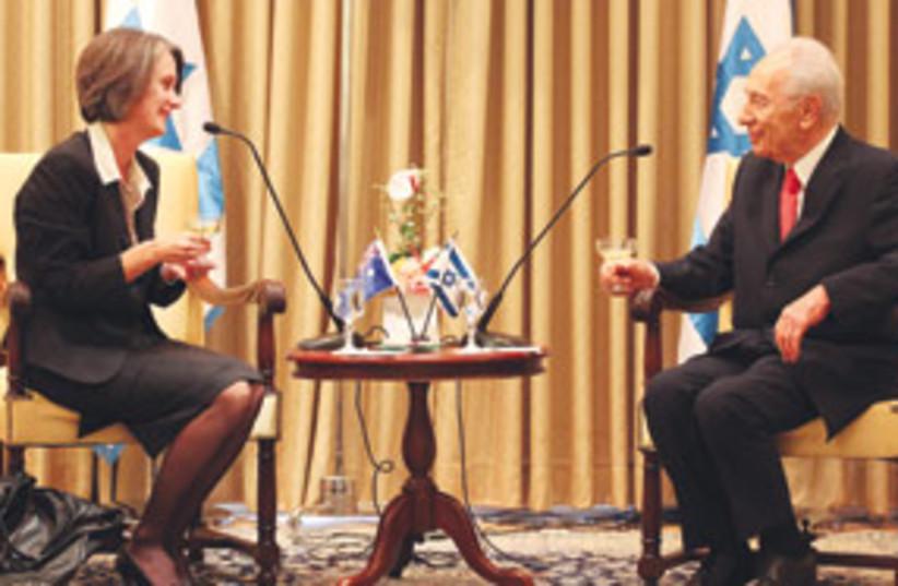 Andrea Faulkner and Shimon Peres 311 (photo credit: Matanya Tausig/Jinipix)
