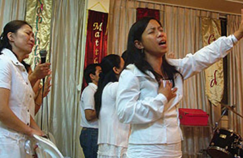 filipino migrant women 311 (photo credit: Mya Guarnieri)