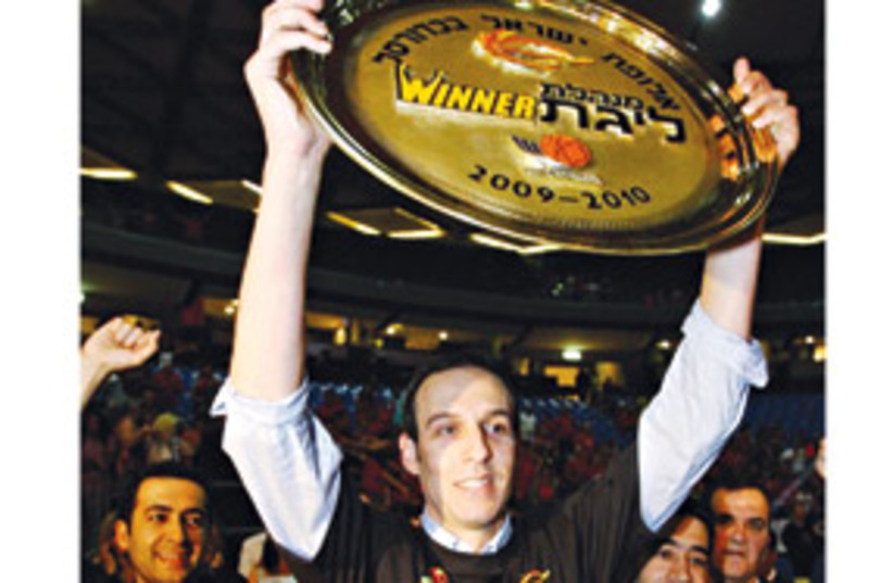 Oded Katash with trophy 311 (photo credit: BSL website)