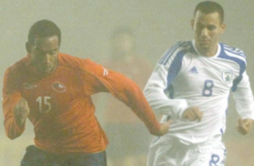 Foggy Israeli soccer game 311 (photo credit: AP)