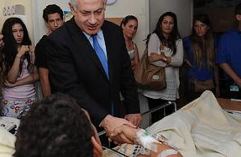 netanyahu visits troops 311 (photo credit: Amos Ben Gershom)