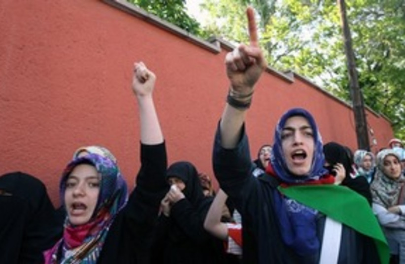 pro-Palestinian Turkish 311 protest (photo credit: ASSOCIATED PRESS)