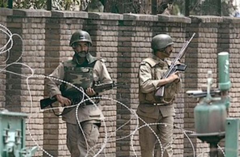 pakistani commandos (photo credit: ap)