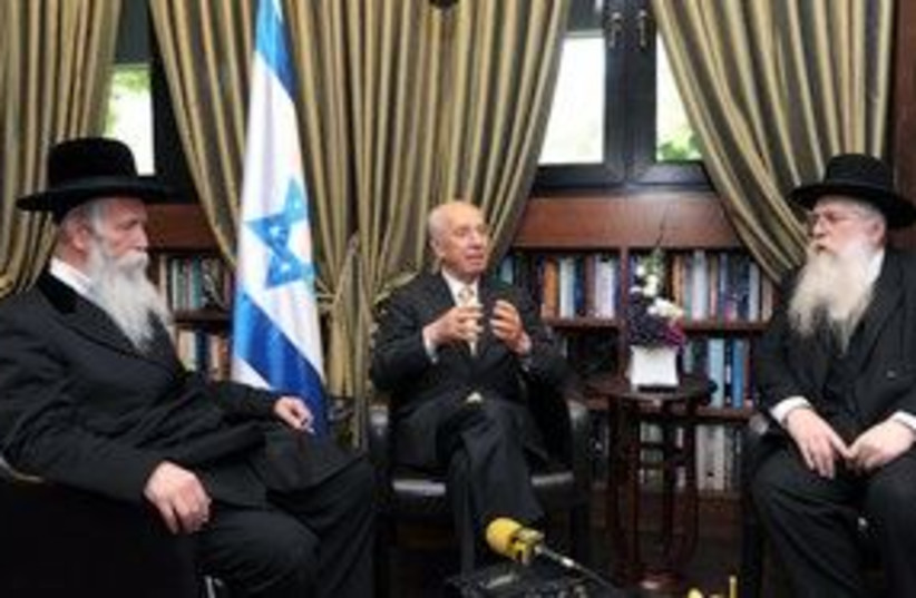Peres meets with Rabbis 311 (photo credit: Moshe Milner, GPO)