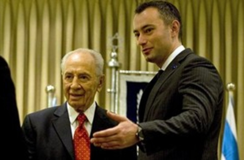 Nikolay Mladenov and Shimon Peres (photo credit: AP)
