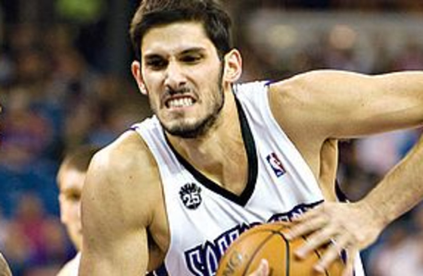 omri casspi 311 (photo credit: AP)