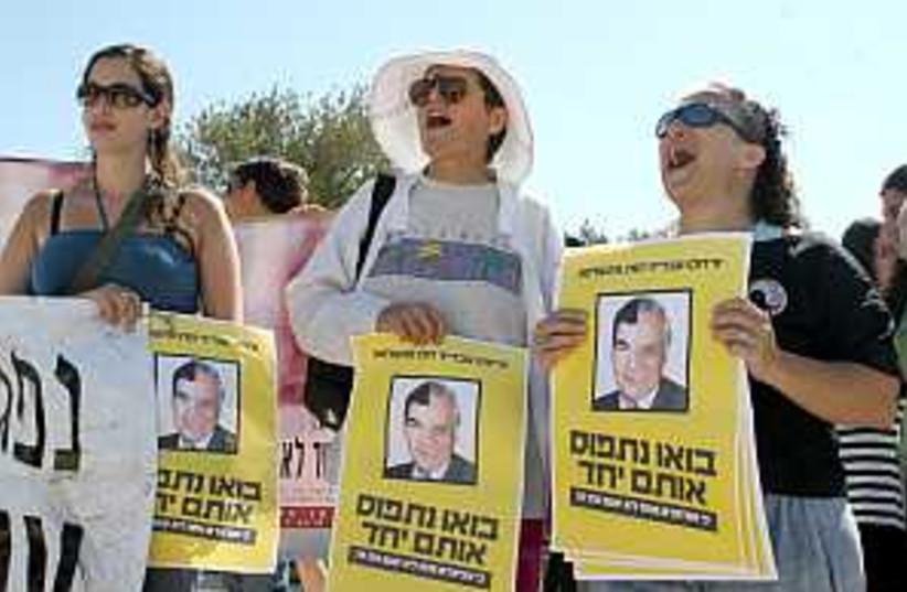 women demo 298 88 (photo credit: Ariel Jerozolimski)