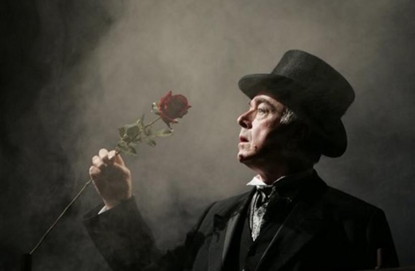 Actor poses as Sherlock Holmes (photo credit: AP)