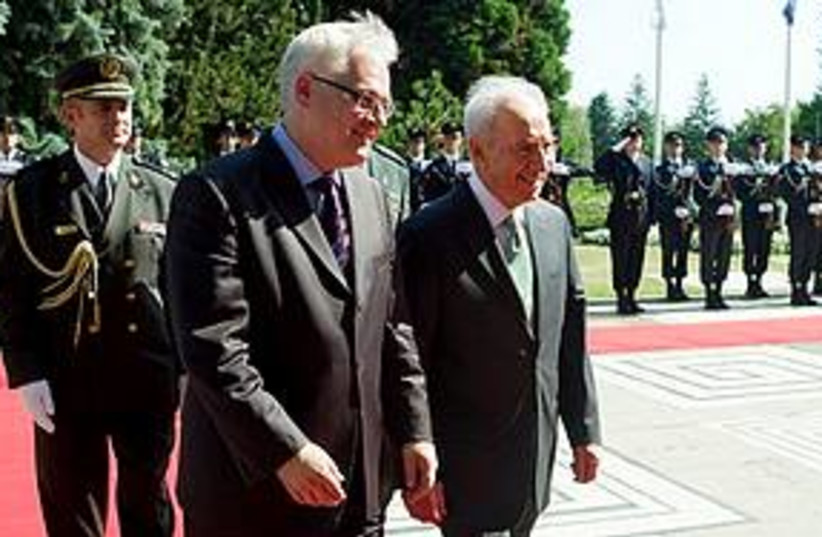 Peres and Ivo Josipovic (photo credit: Associated Press)