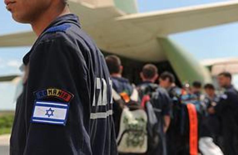 Romania crews return (photo credit: Courtesy of IDF)