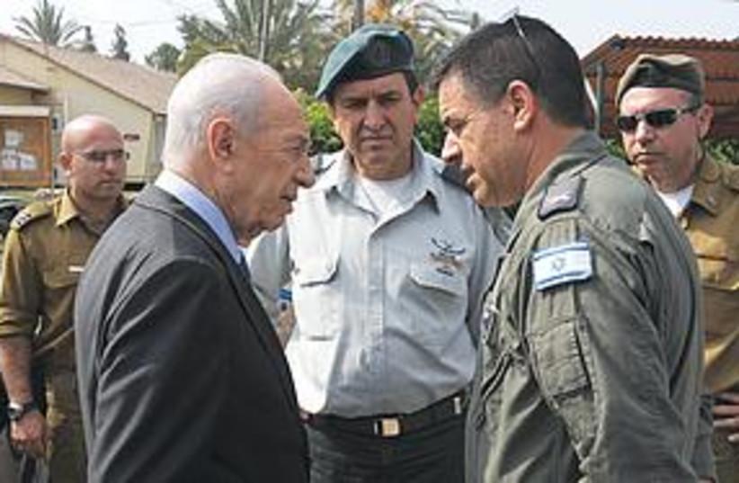 Peres at Tel Nof (photo credit: Moshe Milner/GPO)