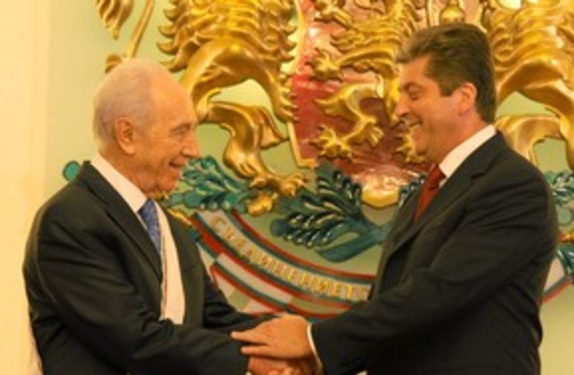 311_Peres in Bulgaria (photo credit: Mark Neiman)