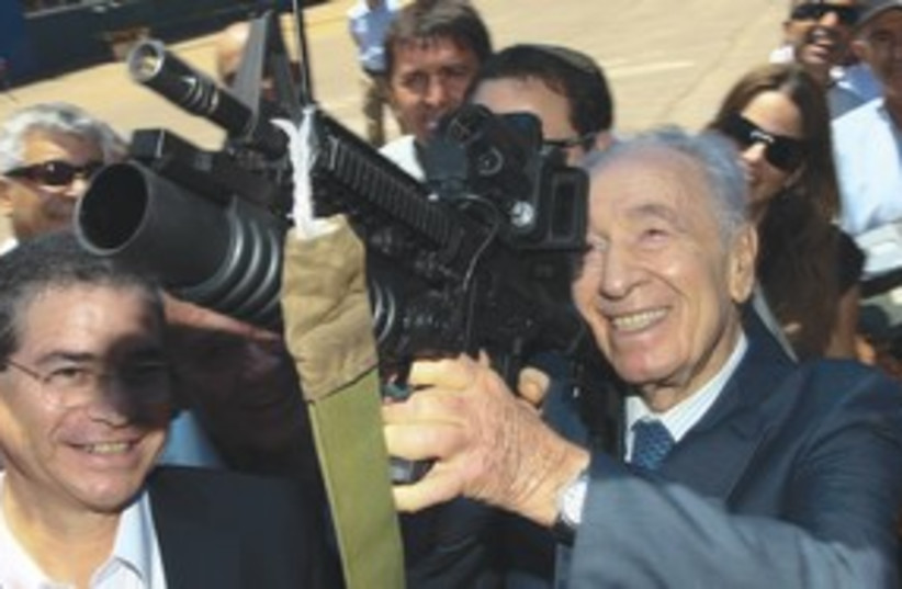 Peres grenade launcher 311 (photo credit: Israel Military Industries)