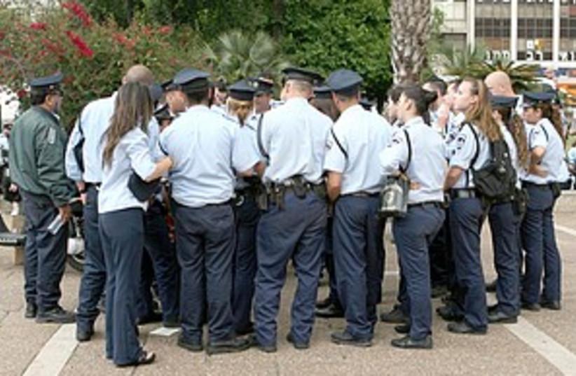 police crowd 298.88 (photo credit: Ariel Jerozolimski)
