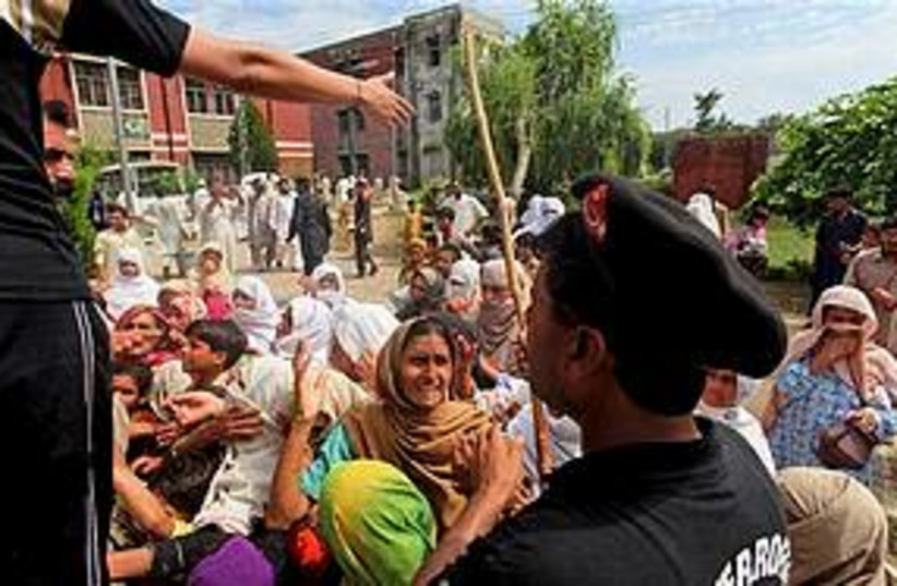 pakistan flood 311 (photo credit: Associated Press)