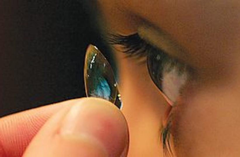 contact lenses 311 (photo credit: Ken Love/Akron Beacon Journal/MCT))