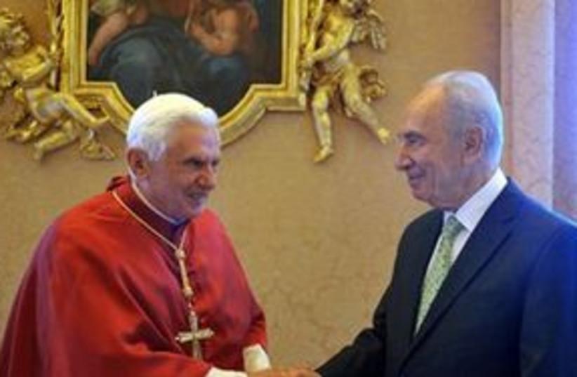 Peres Pope Vatican 311 (photo credit: L'OSSERVATORE ROMANO)