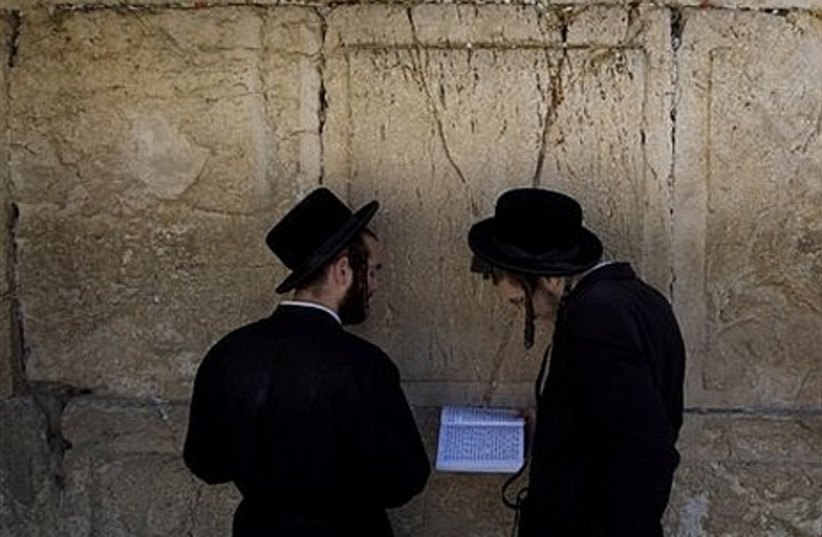 Rabbi removes notes