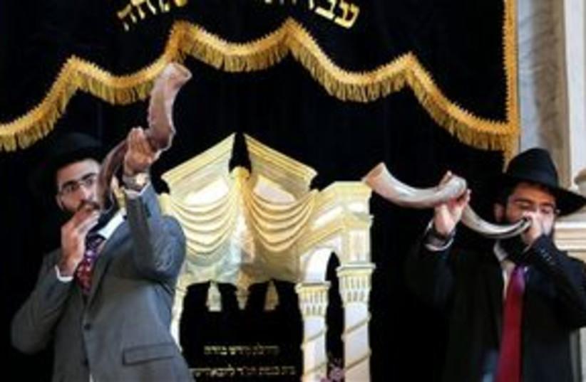 Budapest synague shofar blowing 311 (photo credit: AP Photo/MTI, Balazs Mohai)