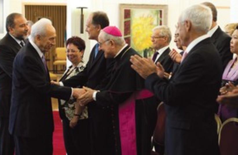 Peres, Lieberman at Beit Hanassi 311 (photo credit: Ilya Yefimovich/JINI)