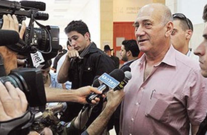 Ehud Olmert 311 (photo credit: Pool/Yediot Aharonot)