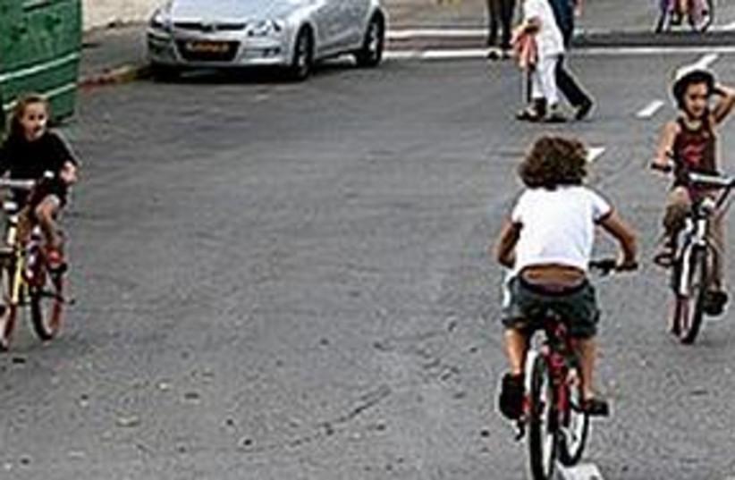 kids ride bikes on Yom Kippur (photo credit: Courtesy)