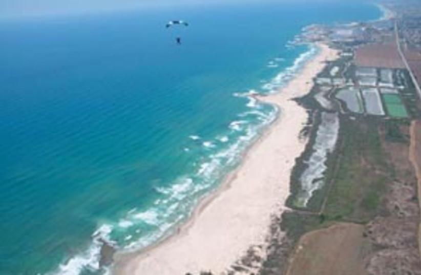 coastal clean88298a (photo credit: )