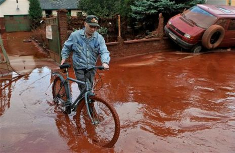 hungary sludge for gallery 3 (photo credit: AP)