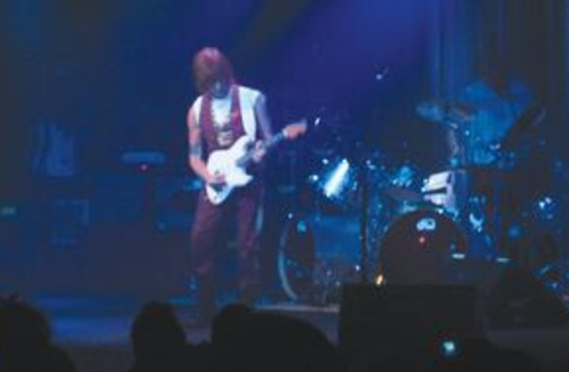 Jeff Beck 311 (photo credit: Shira Teger)